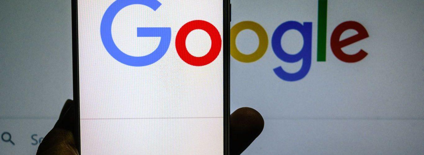 Google está pagando a los editores más de mil millones de dólares para crear y seleccionar contenido de alta calidad.