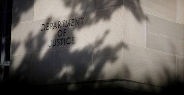 El Departamento de Justicia demanda a Facebook por favorecer a los trabajadores H-1B