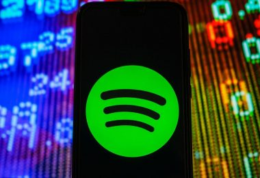 Spotify patenta la tecnología para recomendar canciones basadas en el habla y las emociones de los usuarios.