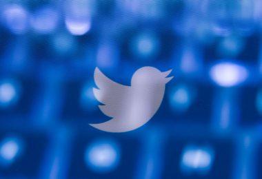 Twitter bloquea a Trump por tuits de fraude electoral durante el asedio del Capitolio