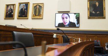 Alexandria Ocasio-Cortez asesora a los demócratas sobre el dominio de las redes sociales