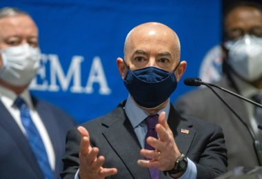El jefe del DHS, Mayorkas, describe el plan de ciberseguridad después de los ataques de los piratas informáticos