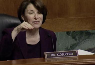 Los senadores critican las prácticas de Apple y Google en la App Store