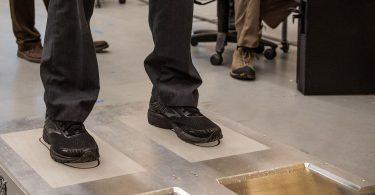 Nueva tecnología de inspección de aeropuertos: ¡póngase los zapatos!