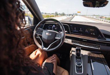 Tu coche manos libres conduce mucho más cortésmente que tú