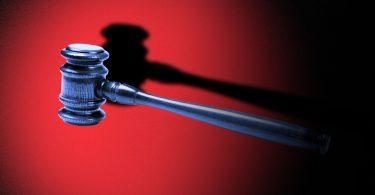 Juez federal bloquea la ley de redes sociales de Florida